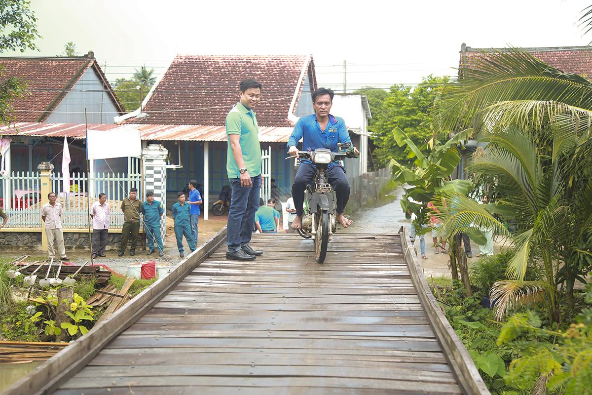 Chia sẻ trước lễ khởi công diễn ra ngày 4/8, anh Nguyễn Thành Đạt, Chủ tịch UBND xã Trung Thạnh (huyện Cờ Đỏ) cho hay đây là hai cây cầu Hy Vọng thứ 5 và 6 trên địa bàn xã đã khởi công xây dựng. Trong số này đã có 3 cây cầu được khánh thành và đưa vào sử dụng.