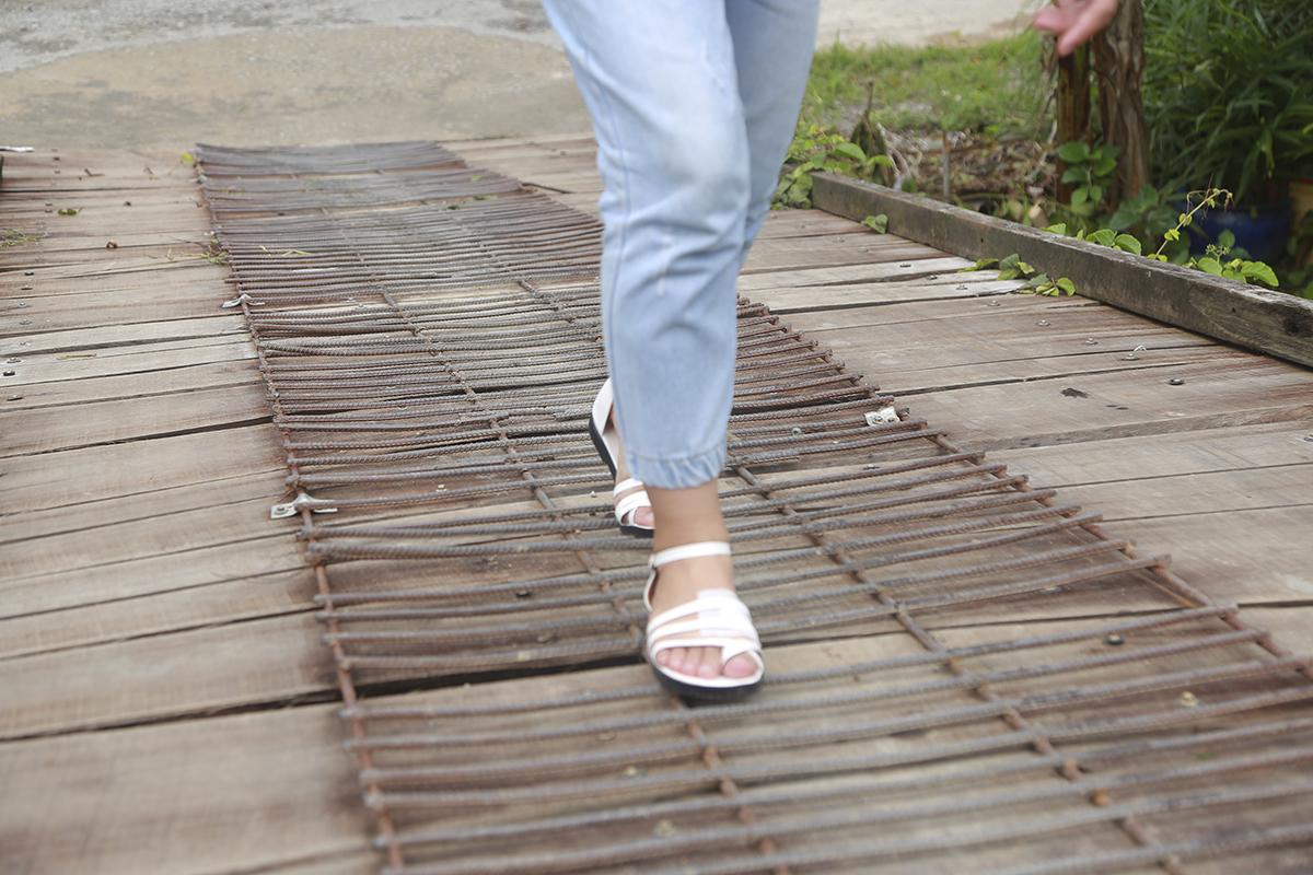 Cầu Kênh Đào là cầu Hy Vọng thứ 7 trên địa bàn xã Trung Thạnh. Đây là cây cầu nối liền khu vực nuôi tôm và trồng hoa màu của bà con trong xã, tuy nhiên hiện tại cầu đã bị mục nát nhiều theo thời gian.