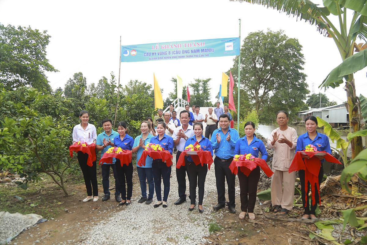 Cũng trong ngày 4/8, Quỹ Hy vọng còn tiến hành khánh thành cầu Hy Vọng số 8 (cầu ông Năm Mãnh) ở huyện Vĩnh Thạnh và cầu Hy Vọng 25 (Mương Gỗ 2) ở huyện Cờ Đỏ (TP Cần Thơ).