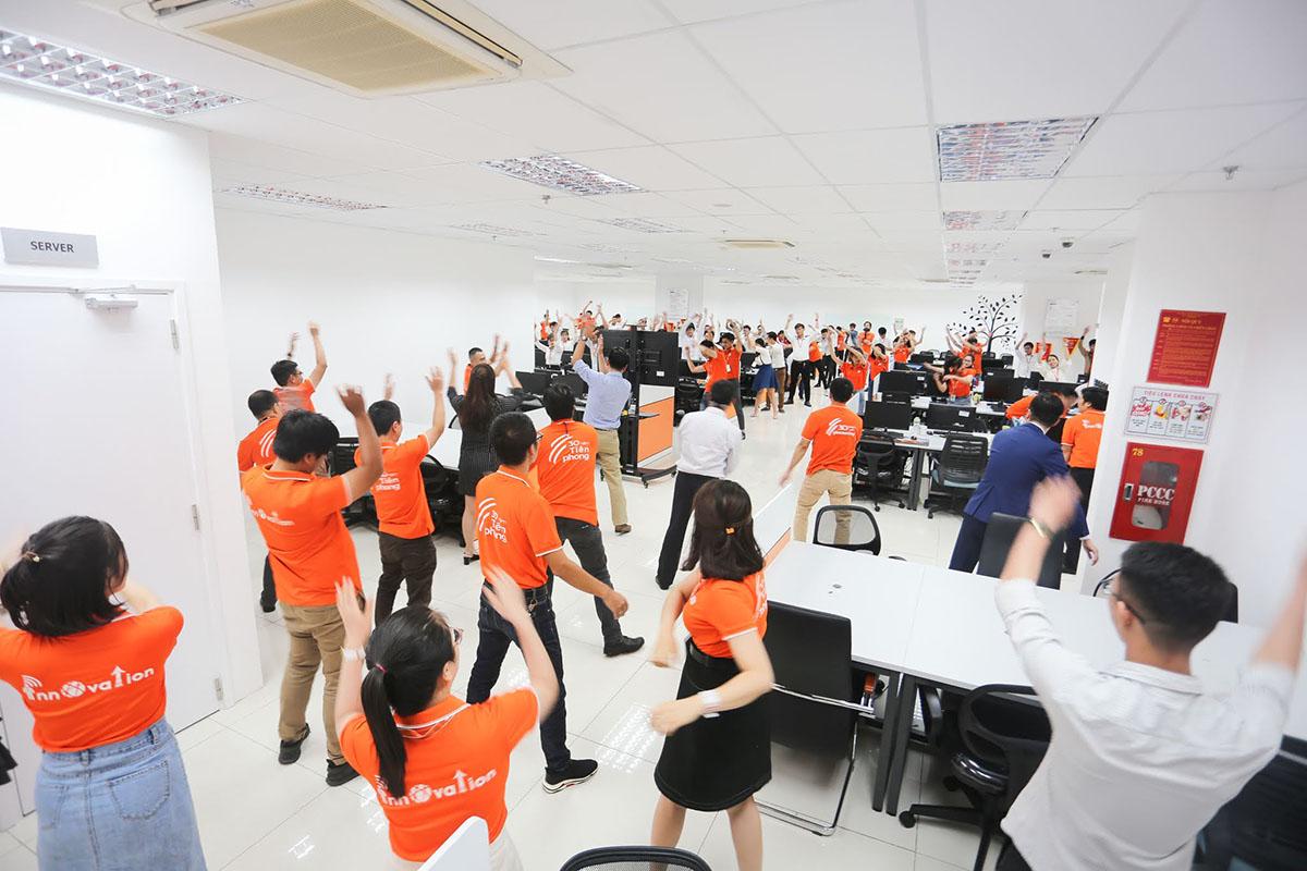 Lãnh đạo cùng CBNV tập thể dục để tăng khí thế làm việc. Đây cũng là nét văn hóa đặc trưng của người FPT Software Quy Nhơn.