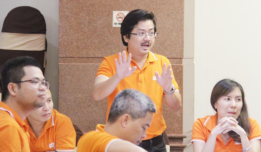 Anh Nguyễn Hữu Hiệp, ĐH FPT, tham gia tranh luận. Anh đã nhiều lần khiến các đội mất điểm. Riêng Chủ tịch FPT còn tặng điểm cho đội anh Hiệp nhờ khả năng hùng biện.