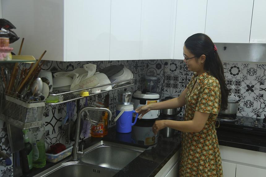 Ngoài việc sửa sang lại về ngoại thất, các căn hộ còn được trang bị nội thất như khu bếp, phòng khách, máy lạnh phòng ngủ,....