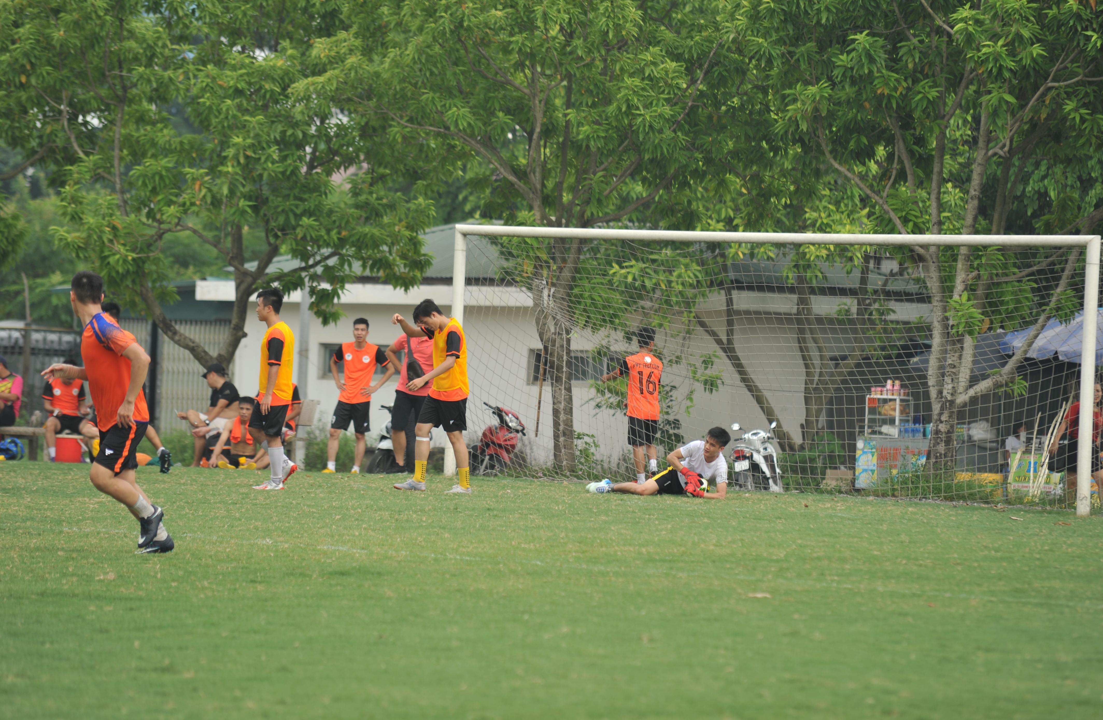 Thủ môn đội FPT Education đã làm việc hết công suất và hiệu quả khi cản phá thành công mọi pha sút của tiền đạo đối phương; giữ sạch lưới cho đến hết trận đấu.