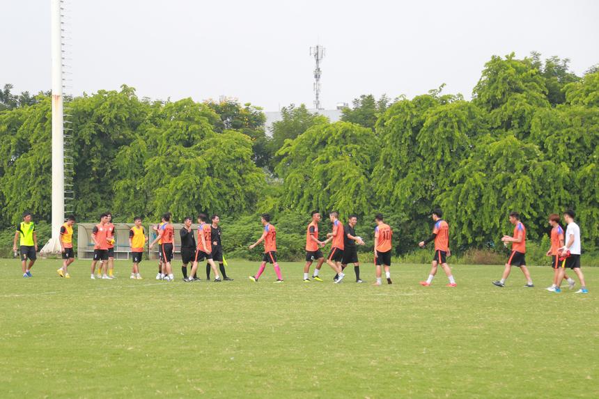 Sáng 11/8, Giải bóng đá truyền thống sân 11 người mang tên FPT Cup 2019 (tên cũ Cup 13/9 FPT) chính thức khai mạc tại sân tập Khu liên hợp Thể thao Quốc gia Mỹ Đình, Hà Nội. Giải bóng được tổ chức nhằm chào mừng kỷ niệm 60 năm ngày thành lập Bộ Khoa học và Công nghệ, kỷ niệm 31 năm ngày thành lập FPT. Tham gia tranh tài ngày khai mạc có 4 đội, FPT Education (FE) đối đầu với FPT Telecom (FTEL) và FPT IS (FIS) gặp FPT Software (FSOFT). Trong đó, trận giữa FE và FTEL đá trước giờ khai mạc.