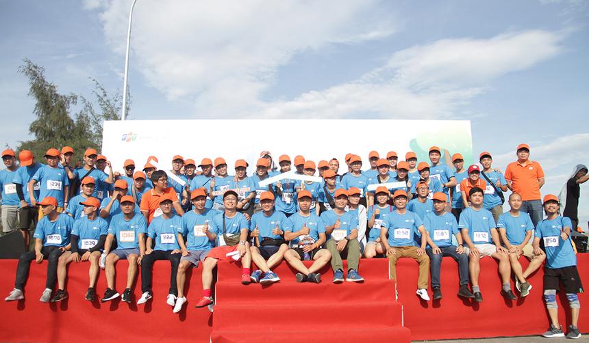 16h hôm nay (16/8), giải chạy ''Run For Green'' do FPT Software Đà Nẵng tổ chức, đã khởi tranh tại khuôn viên FPT City, quận Ngũ Hành Sơn. Gần 200 CBNV FPT DPS (Công ty Dịch vụ Xử lý số FPT, thuộc FPT Software) sớm có mặt từ sớm và chụp hình lưu niệm.