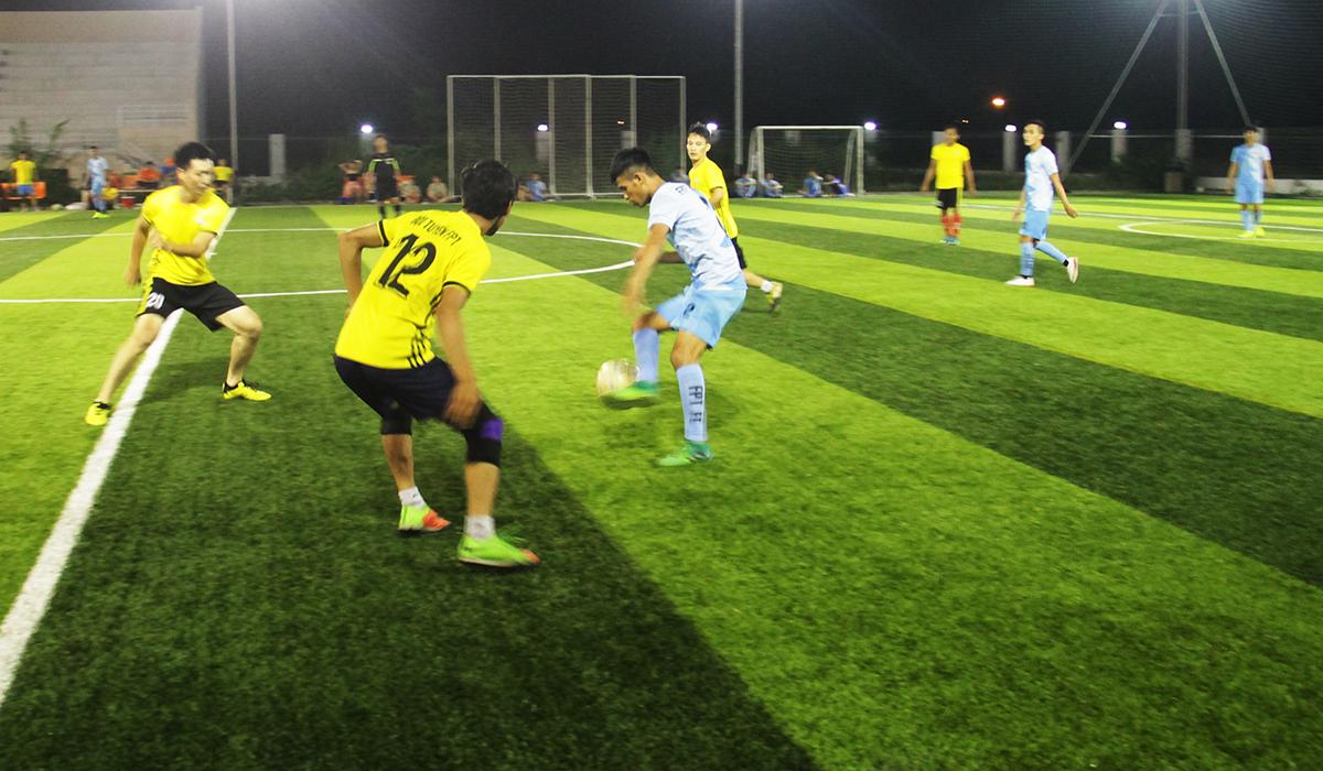 FPT HCM là đội bóng nhập cuộc tự tin nhờ vào sức trẻ. Trong khi, chủ nhà Đà Nẵng chơi chậm và chắc chắn bên phần sân nhà.