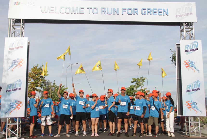 Đường chạy ''Run For Green'' tại FPT Software Đà Nẵng vào chiều ngày 16/8 ghi nhận 1.000 CBNV tham gia. Sau phần phát động, VĐV chia thành hai nhóm chạy ở nội dung 3,9km và 6,9km.