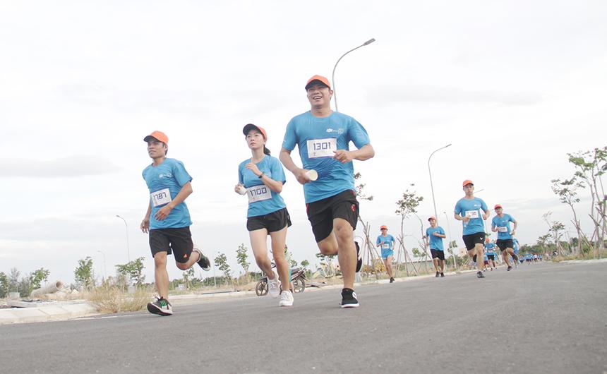 Đường chạy''Run For Green'' tại Đà Nẵng thường xuyên chứng kiến những gương mặt tươi cười và thoải mái. Đội ngũ chăm sóc sức khỏe cũng không ghi nhận trường hợp chấn thương hay ảnh hưởng đến sức khỏe nào xảy ra.