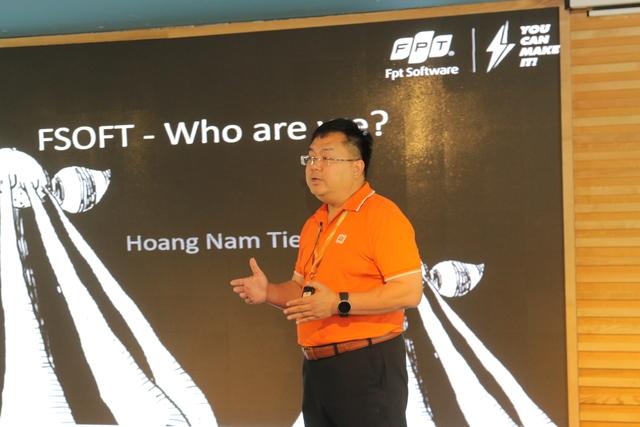 Anh Hoàng Nam Tiến có bài phát biểu truyền cảm hứng trước các học viên Fresh Academy.