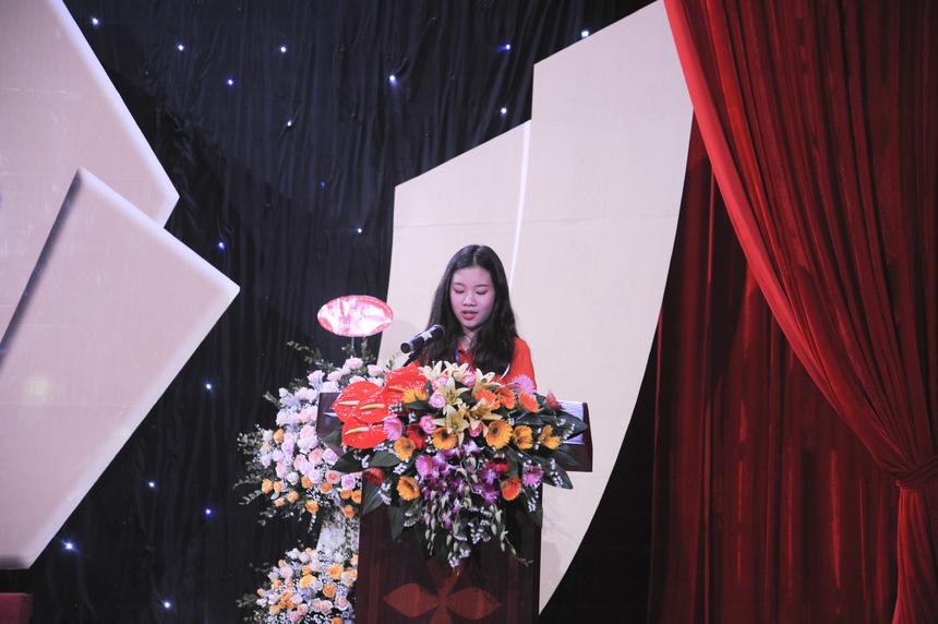 Đại diện cho 290 sinh viên Hệ 9+, Trần Ngọc Hà tin rằng sự quan tâm, dìu dắt ân cần của các thầy cô FPT Polytechnic sẽ là động lực để các em nỗ lực hơn nữa trong học tập để hoàn thành các mục tiêu đề ra.