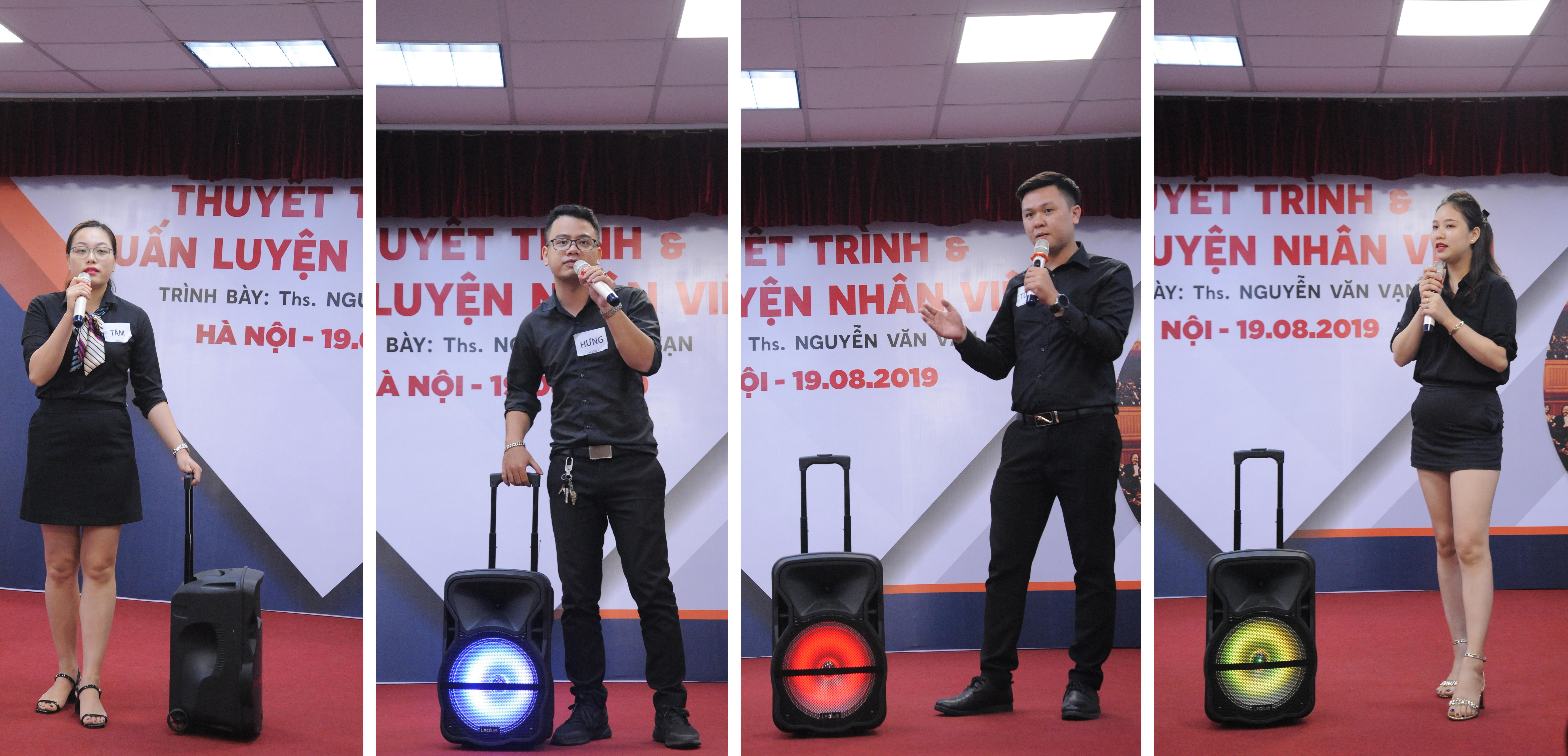Học viên thực hành kỹ năng thuyết trình qua phần trải nghiệm giới thiệu về loa lluetooth Karaoke i.value (sản phẩm hiện là một trong những phụ kiện được ưa chuộng nhất tại FPT Shop).