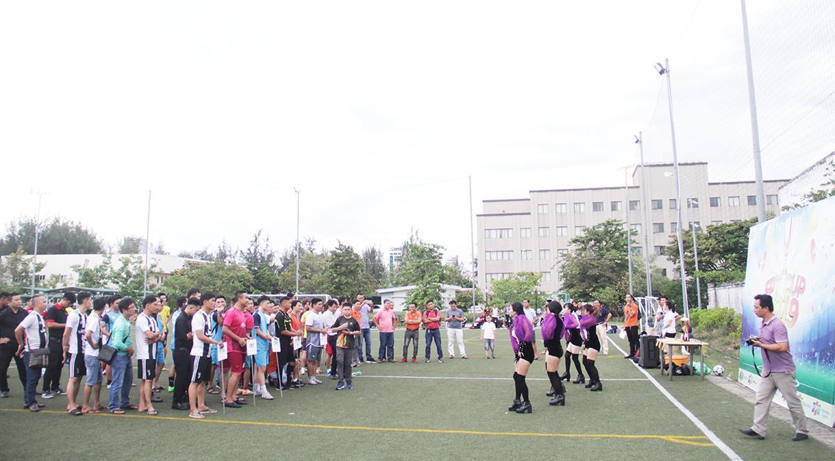 Chiều ngày 22/8, lễ khai mạc Cup 13/9 khu vực miền Trung 2019 diễn ra trên sân bóng Massda, tòa nhà FPT Đà Nẵng. Đây là giải đấu được tổ chức thường niên nhằm chào mừng sinh nhật Tập đoàn.