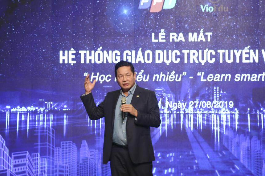 """Phát biểu mở đầu buổi lễ, Chủ tịch Trương Gia Bình nhấn mạnh tầm quan trọng của công nghệ trong giáo dục hiện đại: """"Việt Nam là một quốc gia thiệt thòi hơn so với các nước tiên tiến trên thế giới, khi cơ sở vật chất, giáo trình, giáo án… đều đi sau. Cách mạng công nghiệp lần thứ 4 đang diễn ra, như Thủ tướng Nguyễn Xuân Phúc từng chia sẻ, """"là cơ hội hiếm có để thực hiện khát vọng phồn vinh của dân tộc"""". Và giáo dục là lĩnh vực đầu tiên cần tập trung phát triển nếu muốn Việt Nam tận dụng cơ hội bứt phá"""". Người đứng đầu FPT khẳng định công nghệ 4.0 đang phá vỡ mọi giới hạn. """"Học tập trở thành cuộc tìm kiếm kho báu của mỗi cá nhân, với sự truyền cảm hứng, dẫn dắt của thầy cô và chia sẻ kiến thức chung với đồng đội. Công nghệ cho phép làm được điều đó và VioEdu bắt đầu dạy và học theo đúng cách này. """"Học ít, hiểu nhiều"""" là hiển nhiên. Học những thứ chính mình cần. Việc học trở nên hấp dẫn hơn, học sinh có thể học tập, tìm tòi sáng tạo không giới hạn""""."""