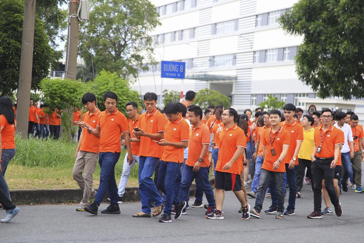 Người nhà Cáo phía Nam đã đi tổng cộng 2 vòng xung quanh khu vực trung tâm khu chế xuất Tân Thuận với sự tham gia của gần như toàn bộ CBNV.