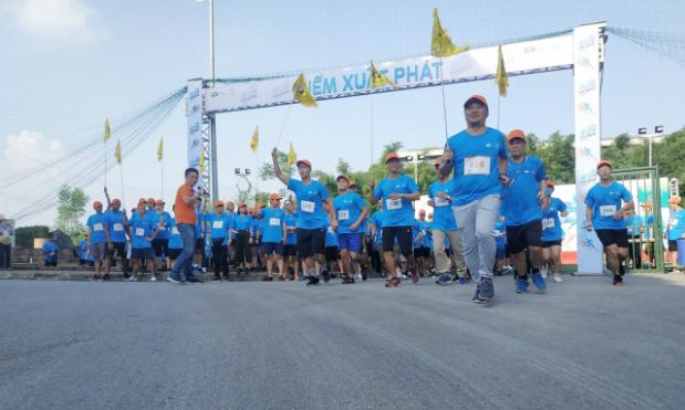 CFO FPT Software Nguyễn Khải Hoàn trong lễ kick-off Run for green cuối tháng 7. Ảnh: Huyền Trang