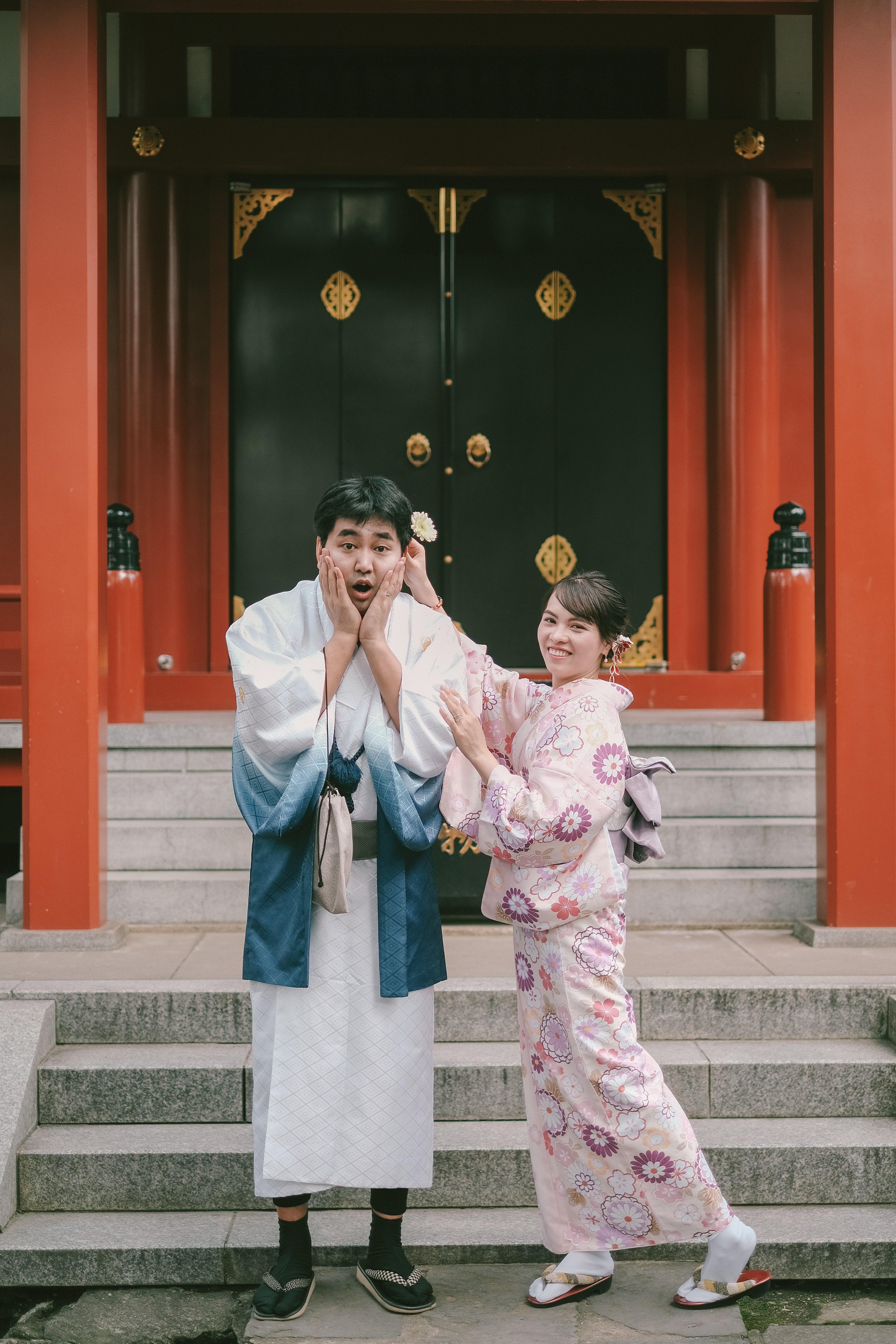 Lấy bối cảnh ở đền Asakusa Kannon - ngôi đền linh thiêng của Tokyo, cặp đôi Việt - Nhật đem lại cảm giác yên bình cho người xem thông qua bộ ảnh cưới Kimono.