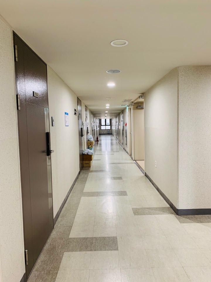 Mỗi căn hộ được sắp xếp tối đa 2 onsiter.Diện tích căn hộ khoảng 25 m2, đầy đủ khu vực bếp và nhà vệ sinh riêng.