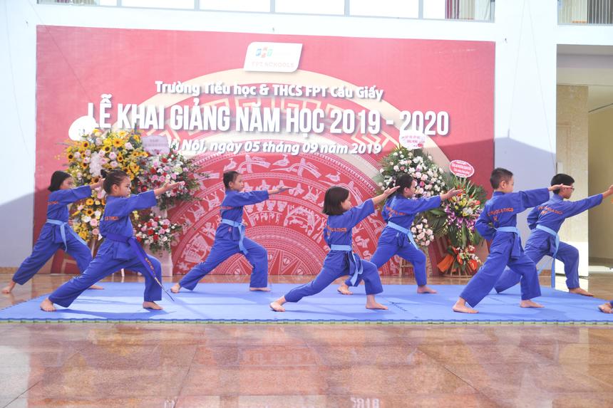 Cũng trong lễ khai giảng, phụ huynh và các tân học sinh FPT đã được chứng kiến màn biểu diễn Vovinam đặc sắc. Đây là môn võ đã trở thành môn học chính ở các cấp giáo dục FPT nhiều năm qua.