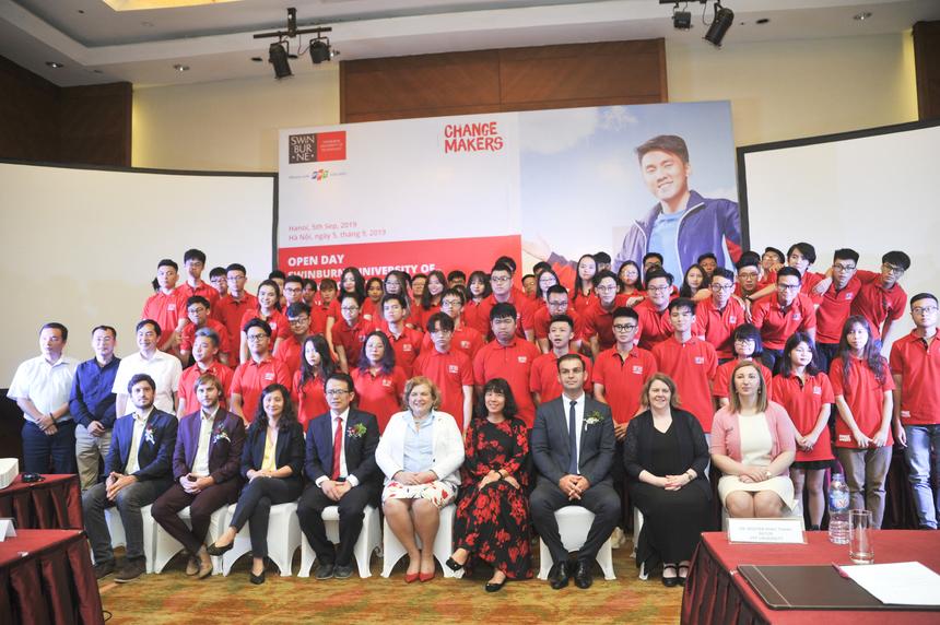 Sáng 5/9, lễ khai giảng cho khóa sinh viên đầu tiên của ĐH Swinburne Việt Nam đã diễn ra tại Crowne Plaza Hà Nội.