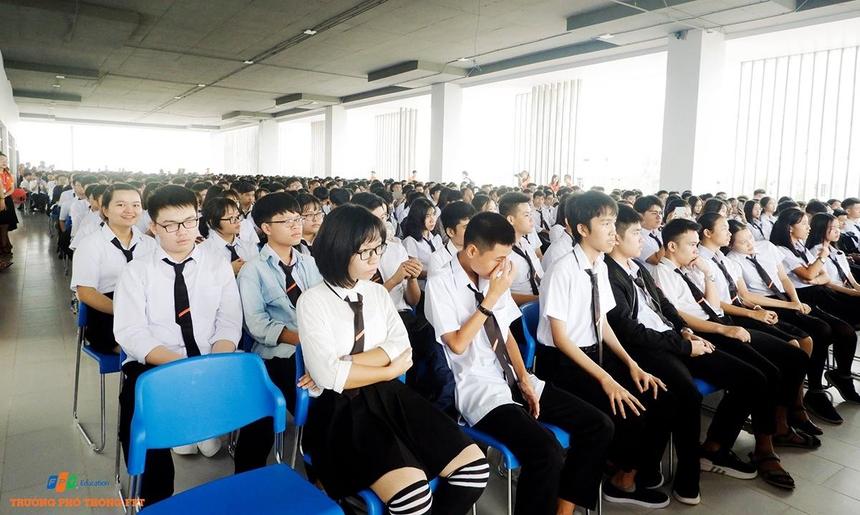 Lễ khai giảng của FPT School cơ sở Đà Nẵng diễn ra vào ngày 5/9. Campus Tổ chức Giáo dục FPT nằm trong Khu đô thị công nghệ FPT, quận Ngũ Hành Sơn, TP Đà Nẵng, lần đầu tiên đón khóa học sinh khai giảng.