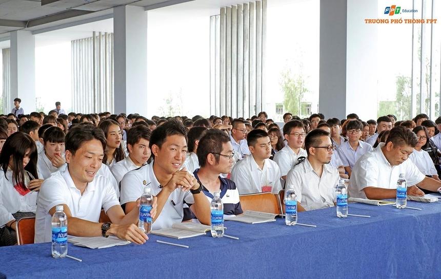 Sáng cùng ngày, FPT School cơ sở Đà Nẵng còn tổ chức chương trình giao lưu văn hóa với 200 học sinh trường Trung học Osaka, Nhật Bản.Ông Takumi Minechika, Hiệu trưởng trường Trung học Osaka, đánh giá cao môi trường đào tạo hiện đại của FPT School cơ sở Đà Nẵng. Hai bên hy vọng tiếp tục hợp tác để cho ra đời những chương trình đào tạo chất lượng...