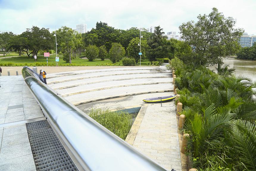 Khu vực phía dưới chân cầu Ánh Sao sẽ là thảm nến điện được xếp thành chữ FPT đầy lung linh.