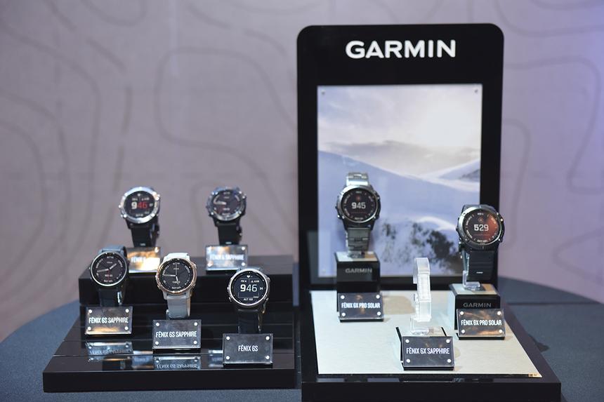 Fēnix 6 series là thế hệ đồng hồ thể thao cao cấp của Garmin, hướng đến những đối tượng như người leo núi, trượt tuyết, chạy marathon, yêu thích thám hiểm với điểm nhấn về thời lượng sử dụng pin đi cùng công nghệ mới PacePro cho phép kiếm soát và điều chỉnh tốc độ từng chặng đường tốt hơn. Đây cũng là dòng sản phẩm đầu tiên mà Garmin ra mắt với những nâng cấp lớn về màn hình hiển thị đi cùng khả năng sạc pin bằng năng lượng mặt trời tiện lợi.