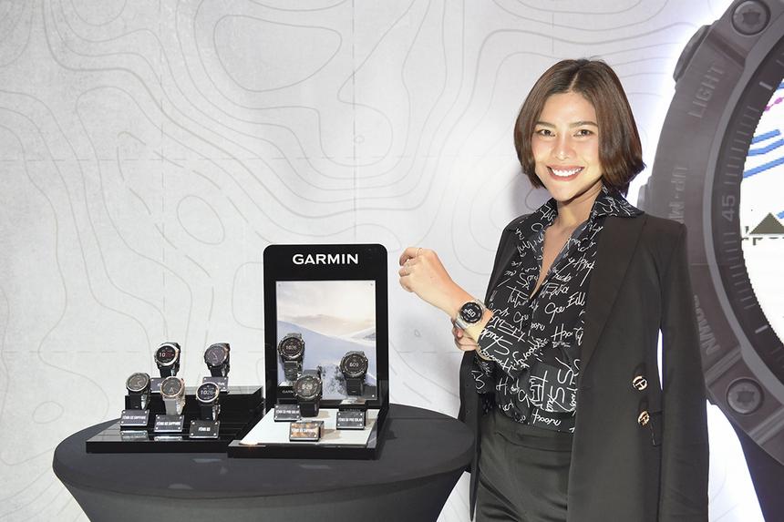 Fenix 6 series cũng mang đến sự mới lạ với tính năng Power Manager cho phép người dùng biết được sau mỗi tuỳ chỉnh họ thiết lập với đồng hồ thì thời lượng sử dụng pin sẽ kéo dài được bao lâu. Tất cả các thiết bị đều có khả năng kết nối nhận thông báo từ smartphone, tuỳ chỉnh giao diện đồng hồ với các dây QuickFit nhiều màu sắc và nhiều tính năng từ Garmin Connect - ứng dụng cũa hãng.