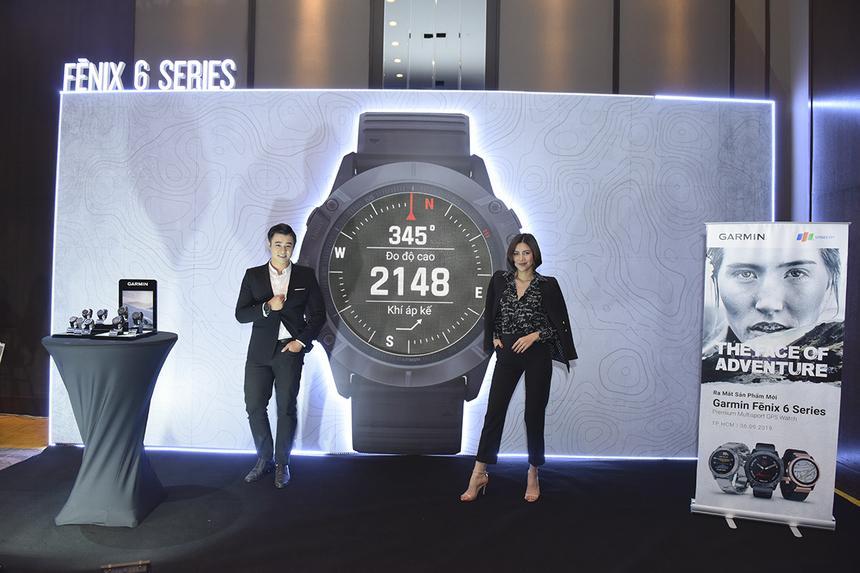 """Thời điểm hiện tại, Fenix 6X Pro Solar là """"chiến binh bền bỉ"""" nhất của Garmin với thời gian sử dụng pin lên đến 21 ngày, có thể kéo dài thêm 3 ngày nữa nếu tối đa hóa tốt quá trình sạc pin bằng năng lượng mặt trời ở chế độ smartwatch."""