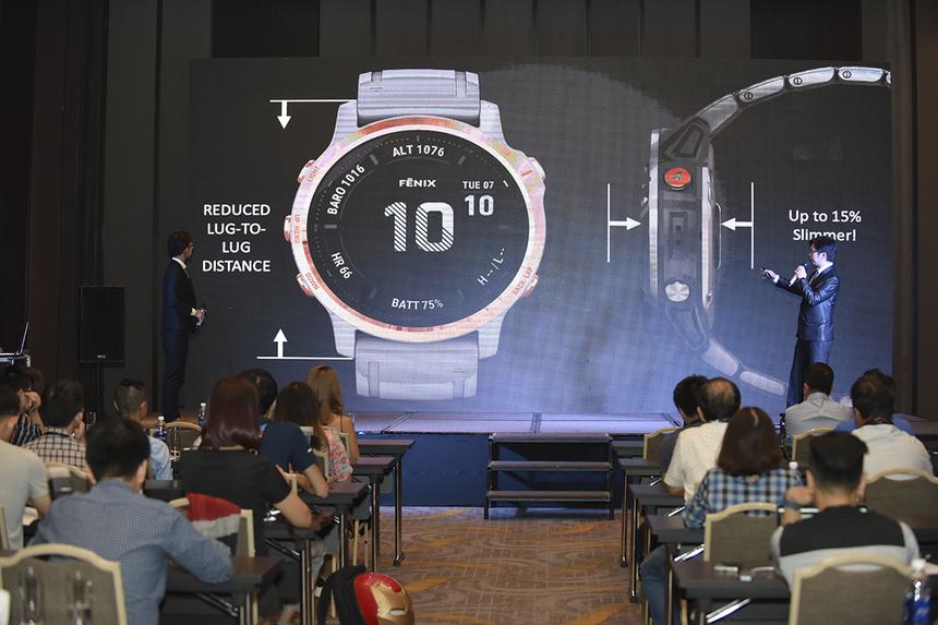 Một điểm cộng được đánh giá cao là tính năng Body Battery nay đã có mặt ngay trên thế hệ Fenix mới. Công cụ này sẽ cho bạn biết khi nào có thể đến mức cạn kiệt sức lực, hoặc nên sử dụng phần năng lượng đó vào hoạt động nào thì hợp lý. Đây là tính năng giúp ước tính thời gian tối ưu cho các hoạt động, dựa vào việc sử dụng tổ hợp dữ liệu căng thẳng, sự thay đổi nhịp tim (HVR), giấc ngủ và các hoạt động khác để đo nguồn dự trữ năng lượng. Từ đó, bạn có thể lập kế hoạch hoạt động và nghỉ ngơi trong ngày một cách khoa học hơn, tránh vượt qua giới hạn cho phép và gây ảnh hưởng đến sức khỏe.
