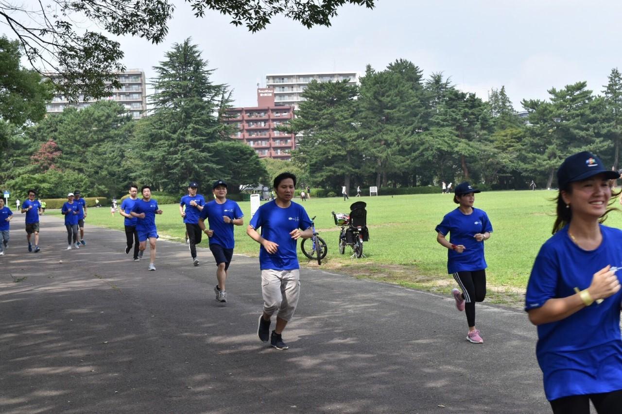 """Người FPT Sendai hào hứng chạy """"FJP Family Run""""."""