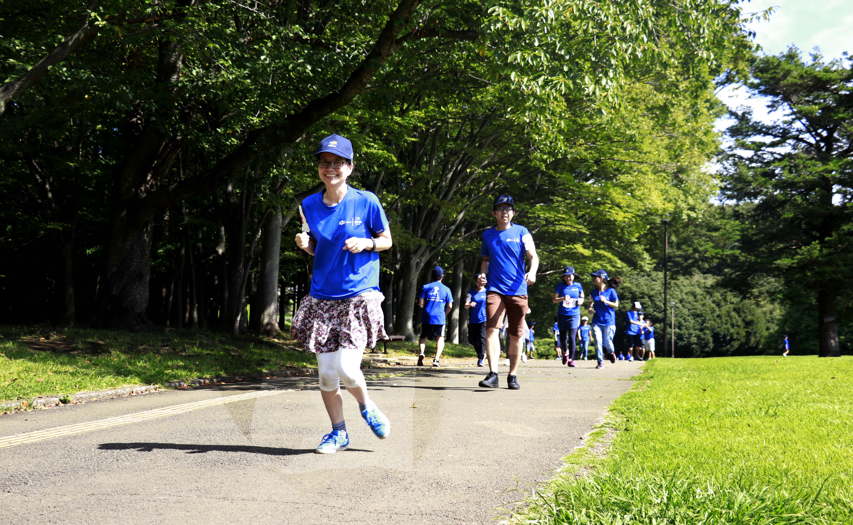 Tại Tokyo, hơn 100 vận động viên sải bước tại công viên Negishi-shinrin, thành phố Yokohama, Nhật Bản.
