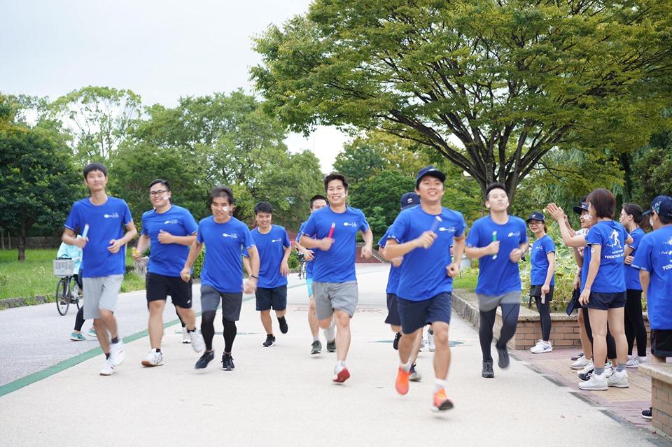 Không kém cạnh các chi nhánh khác, FPT Fukuoka cho thấy sức trẻ và tinh thần máu lửa của CBNV chi nhánh. Cả đoàn chinh phục vài vòng quanh hồ - Ohori Park.