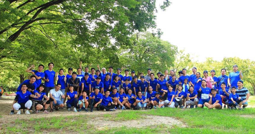 """Cả đoàn hoàn thành """"FJP Family Run"""" trong tiết trời Osaka khá oi bức, nhiệt độ có lúc lên đến 35 độ C."""