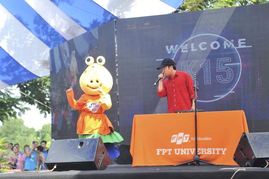 Tại lễ khai giảng năm nay, ĐH FPT còn mời đến một cựu sinh viên đặc biệt từng học khóa 6 ở ĐH FPT Đà Nẵng, đó là Beatboxer Thái Sơn - quán quân Beatbox Châu Á.