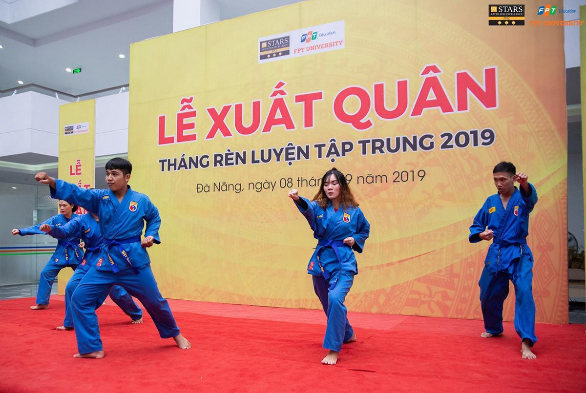 Dịp này, ĐH FPT còn tổ chức lễ xuất quân cho kỳ rèn luyện quân sự tập trung tại cơ sở Đà Sơn và Đại học Thể dục Thể thao. Mở đầu là những tiết mục biểu diễn Vovinam do sinh viên FPT thể hiện.