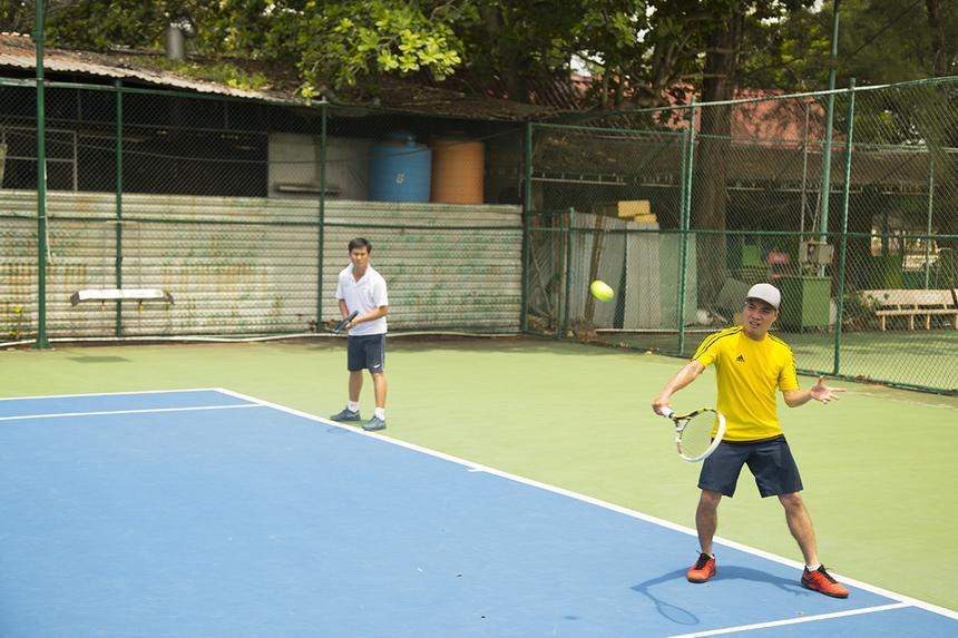 Bước vào trận chung kết là hai cặp đôi được đánh giá mạnh nhất giải. Anh Mạnh Đạt (áo vàng) và Đồng Hương (áo trắng) rất quyết tâm soán ngôi của cặp đương kim vô địch.
