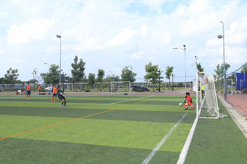 Dù đã có cơ hội ghi bàn danh dự nhưng thủ môn Võ Hoàng Luân rất tiếc đã dứt điểm ra ngoài trong tình huống penalty do đồng đội của anh bị phạm lỗi trong vòng cấm.