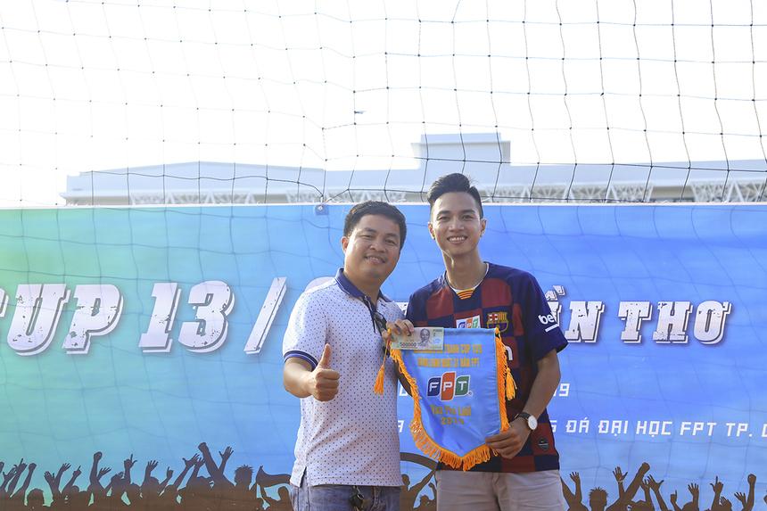 Tuy nhiên với tổng số 9 bàn thắng, chân sút Dương Quốc Cường đã giành giải Vua phá lưới với tiền thưởng 500.000 đồng.