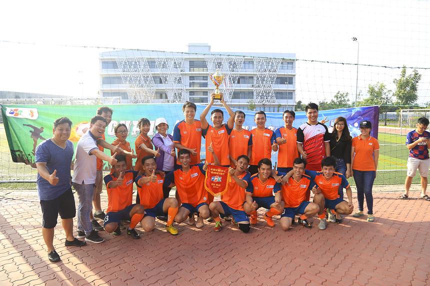 Bảo vệ thành công ngôi Vô địch giải bóng đá cúp 13/9 FPT miền Tây, FPT Telecom đã nhận Cup cùng giải thưởng 3 triệu đồng. Giải bóng đã là 1 trong những chương trình chào mừng sinh nhật 31 tuổi của FPT bên cạnh giải tennis, đường chạy Marathon và lễ hội.
