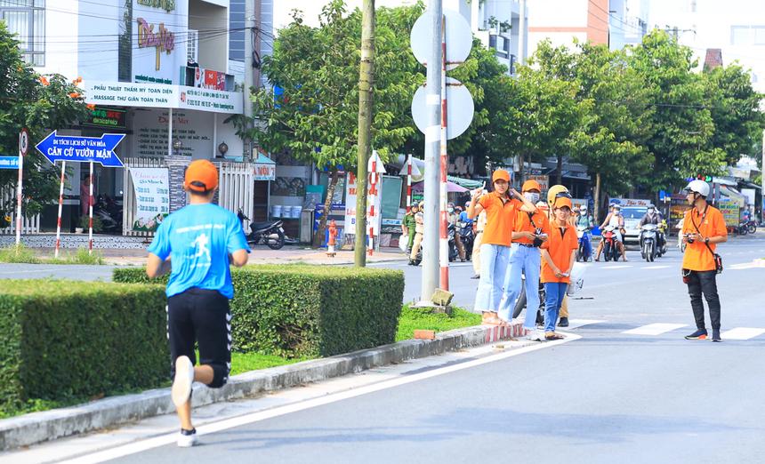 Chạy những bước nhanh là lựa chọn của nhiều runner tranh giải.