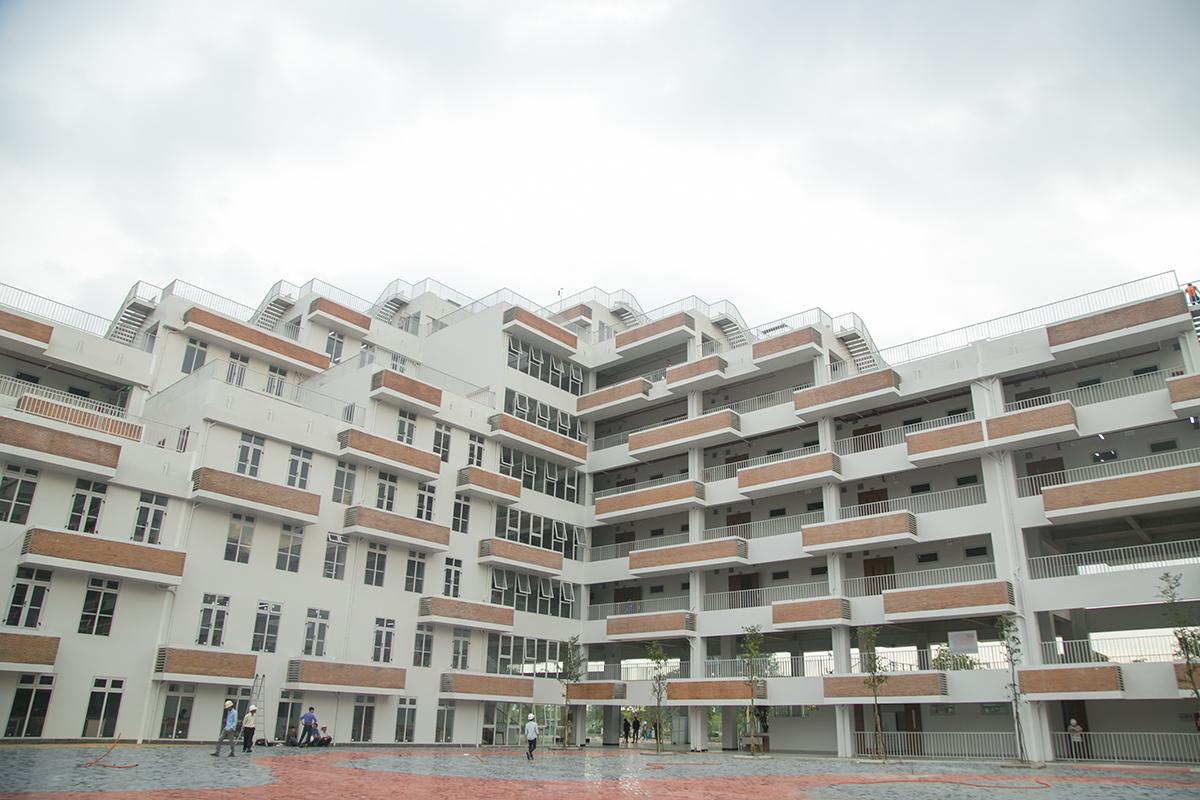 Dự án Trung tâm Đào tạo và Nghiên cứu Công nghệ ĐH FPT được khởi công vào ngày 6/3/2018 tại lô E2a-II, Đường D1 (phường Long Thạnh Mỹ, quận 9) thuộc không gian khoa học của khu Công nghệ cao TP HCM với thiết kế 11 tầng, tổng vốn đầu tư 400 tỷ đồng trên diện tích đất 22.540 m2. Trong đó, diện tích xây dựng là 6.750 m2, tổng diện tích mặt sàn 29.926 m2.