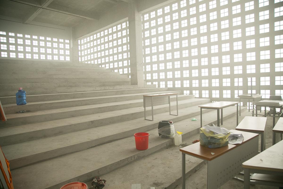 Trường có một giảng đường lớn cùng 3 hội trường. Hiện tại, các hạng mục này vẫn đang trong quá trình lắp đặt, trang trí nội thất.