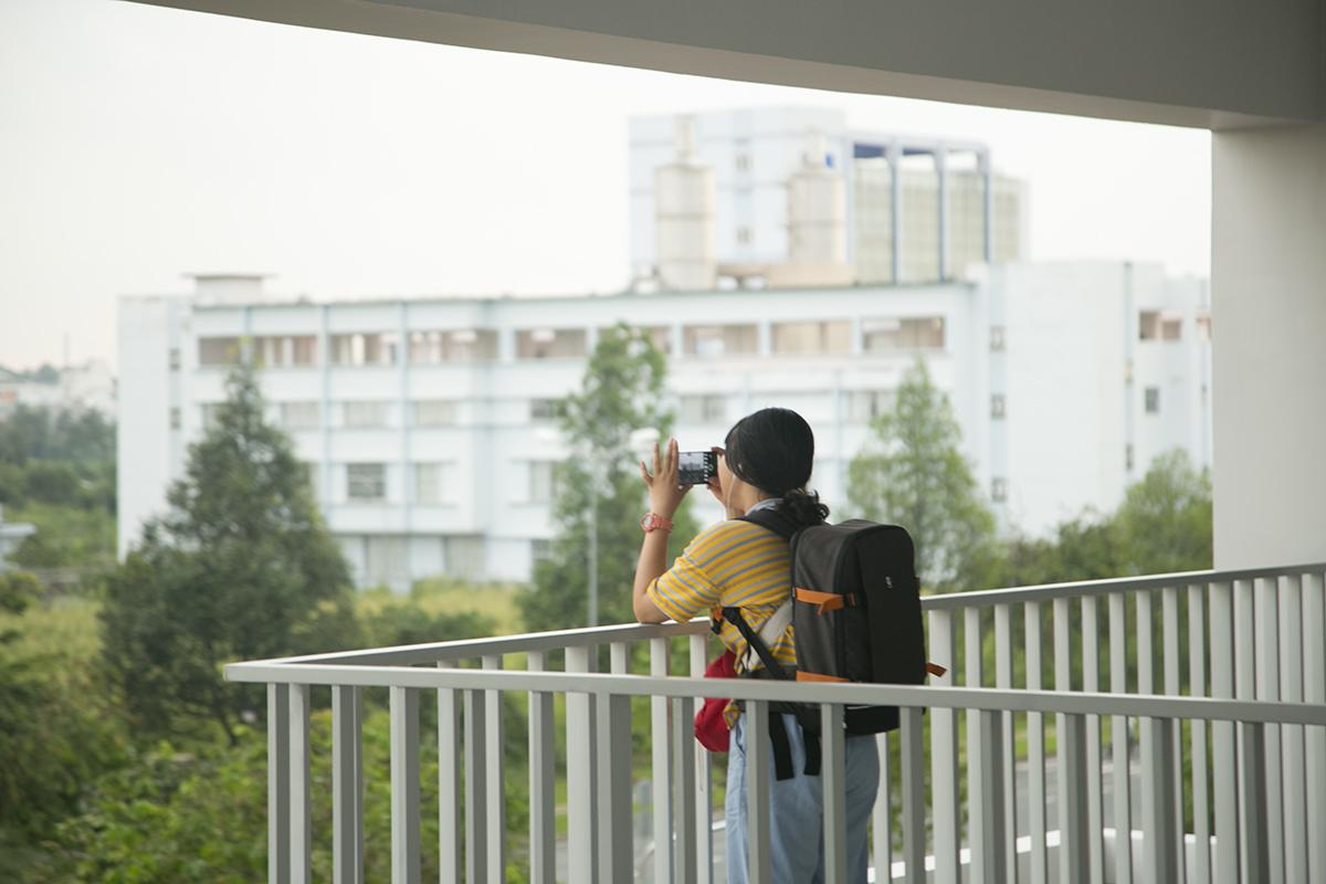 Các sinh viên trường háo hức khám phá không gian học tập mới trong ngày tham quan campus quận 9 vào chiều 9/9.