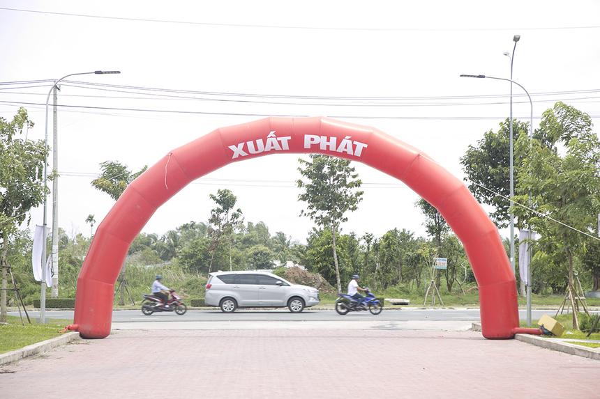 Người nhà F miền Tây sẽ chạy Marathon mừng sinh nhật FPT với sự tham gia của khoảng 1.000 thành viên. Các runner sẽ bắt đầu hành trình chinh phục quãng đường 3,1 km với điểm xuất phát và về đích ở ĐH FPT Cần Thơ.