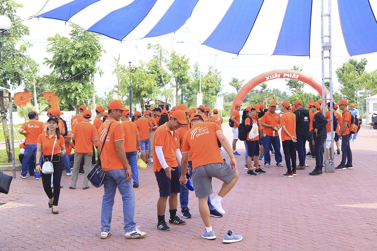 Các thành viên nhà F miền Tây đến từ các đơn ĐH FPT, Synnex FPT, FPT Telecom đã có mặt trước sân khấu để tập trung chuẩn bị từ lúc 14h.