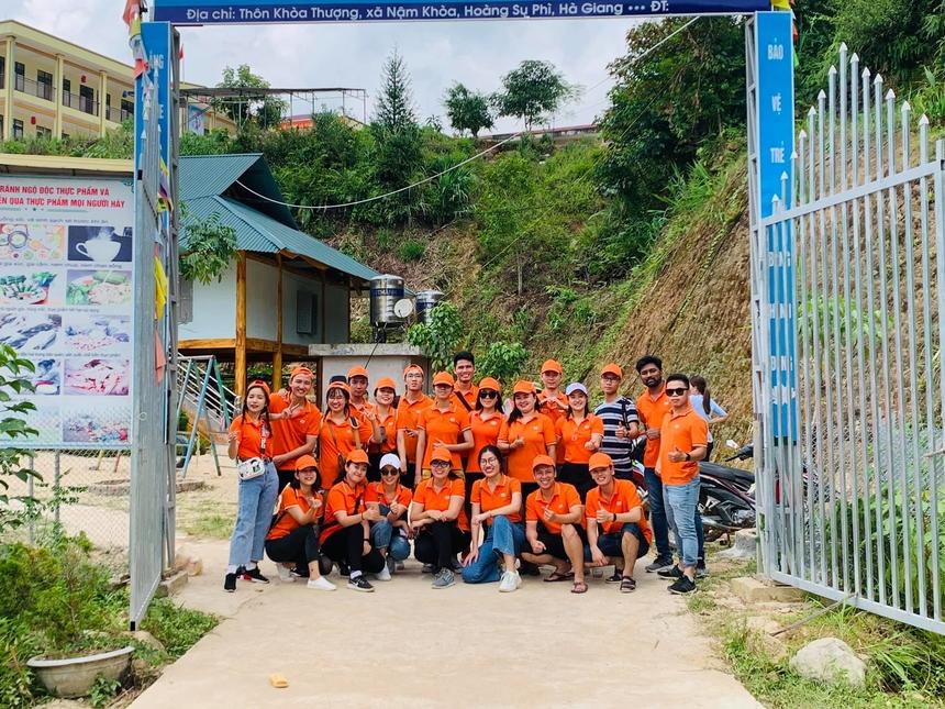 Sáng sớm thứ Sáu (ngày 6/9), đoàn thiện nguyện FPT Software gồm thành viên các câu lạc bộ, công đoàn khởi thành mang Trung thu về trường Tiểu học Nậm Khòa, huyện Hoàng Su Phì, Hà Giang. Hoạt động nằm trong chuỗi chương trình Hướng về quê hương do Quỹ người FPT vì cộng đồng phát động.