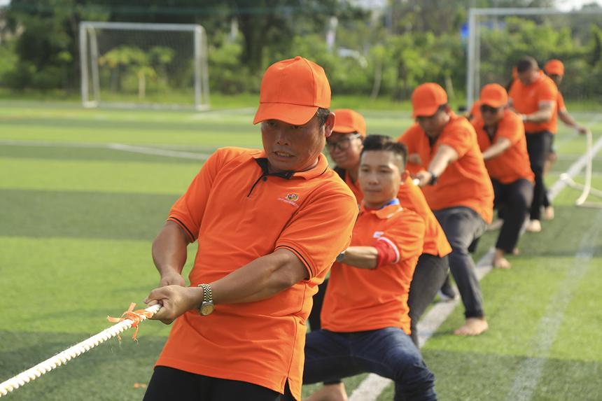 Đội FPT Education do thầy Từ Thanh Phong - Giảng viên môn Vovinam ĐH FPT Cần Thơ đứng đầu cũng có chiến thắng thuyết phục trước FPT Retail để lọt vào bán kết.