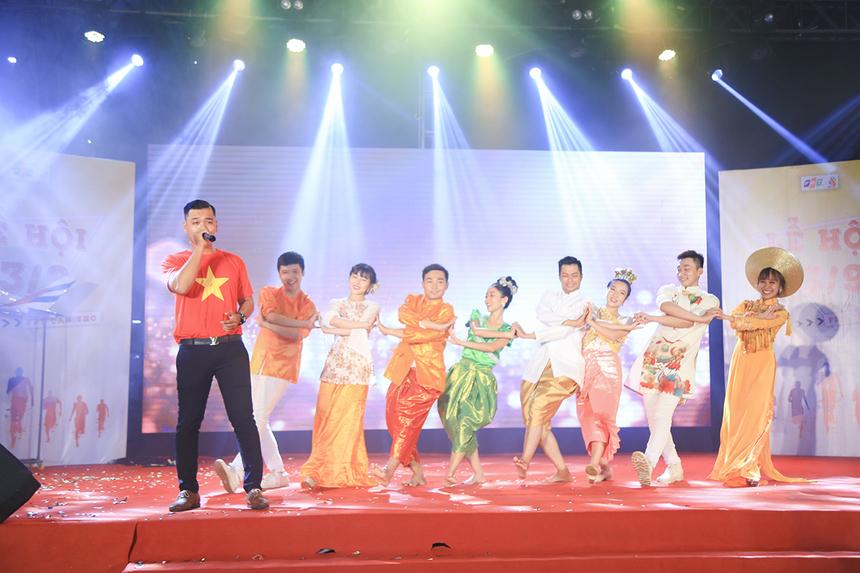 Bài hát thể hiện những nét đặc trưng của đất nước Campuchia - chủ đề mà FPT IS đã lựa chọn.
