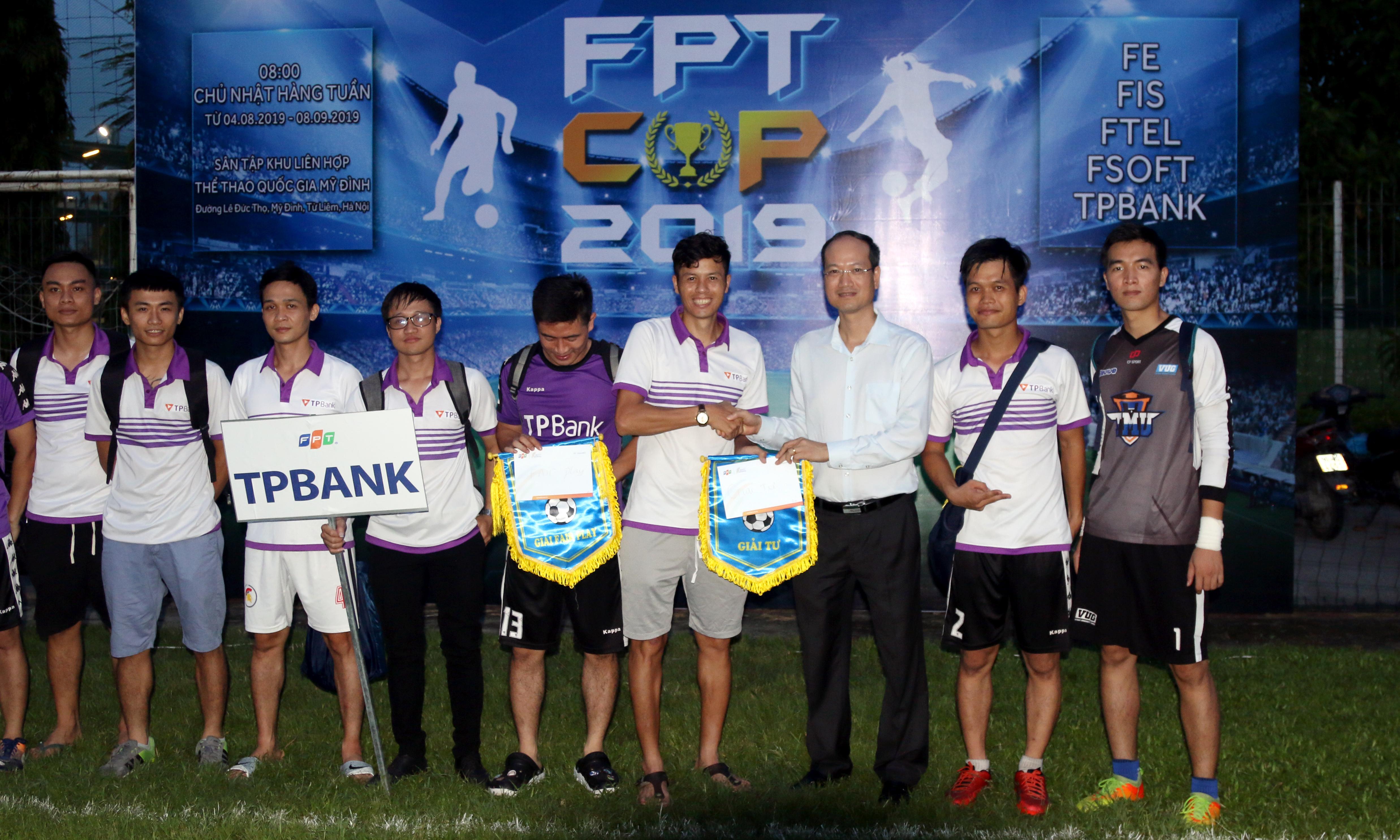 Đội TP Bank giành cú đúp giải thưởng, gồm: giải Tư (cờ lưu niệm và 2 triệu đồng tiền thưởng) và giải Fair-play dành đội tổng số lỗi vi phạm ít nhất) (cờ lưu niệm và tiền thưởng trị giá 1 triệu đồng).